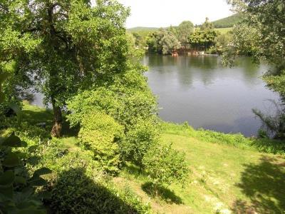 A PRAYSSAC   Au bord de rivière