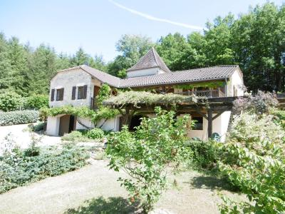 Maison avec piscine et plusieurs hectares sur le secteur de prayssac