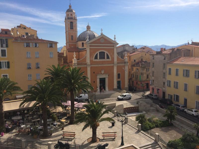 Ajaccio grand t4 en centre ville vue mer et cathedrale for Piscine ajaccio