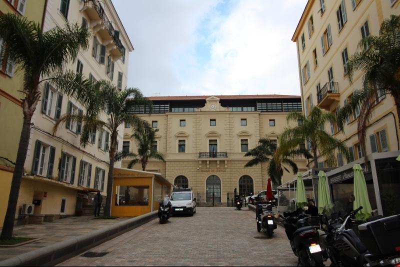 Tribunal spacieux appartement transformé en bureau immobilier