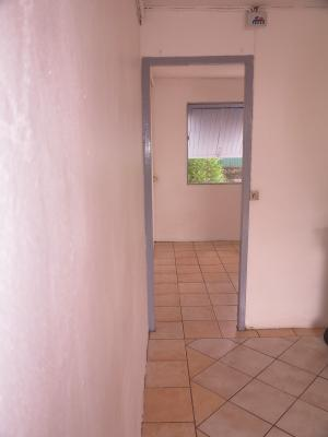 Defina vous propose cette très belle opportunité d'une case F2 située à St Denis, Agence Immobilière DEFINA PATRIMOINE