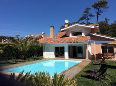 Magnifique maison en parfait �tat dans en site exceptionnel pr�s de golf et de la plage
