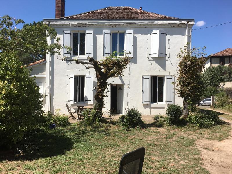 Vente Maison Ancienne entièrement rénovée avec finesse de 190 M2  plus dépendances sur terrain de 2000m2