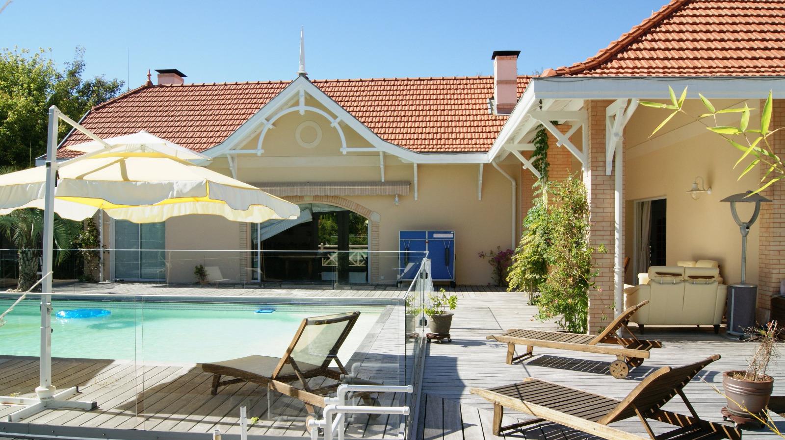 Arcachon ville d 39 hiver villa de prestige avec vue bassin for Piscine bassin d arcachon