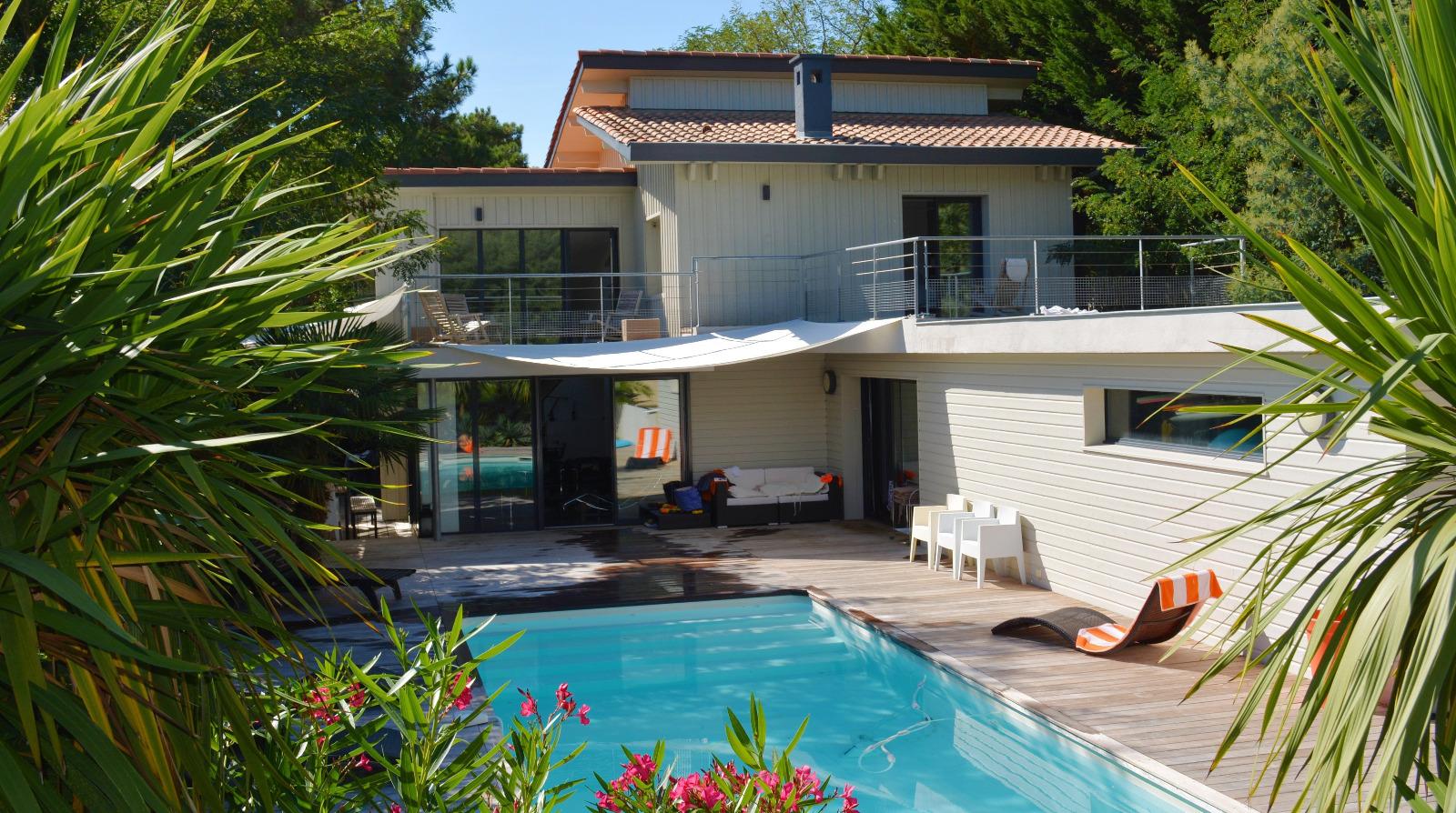 Cap ferret au port de la vigne villa bard e de bois avec for Maison a louer cap ferret avec piscine