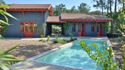 Cap Ferret, en bordure des 44 hectares, maison en bois avec piscine