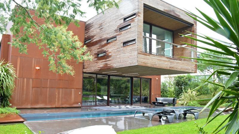 villa cap ferret villa pyla sur mer agence immobili re de prestige arcachon et ile de r. Black Bedroom Furniture Sets. Home Design Ideas