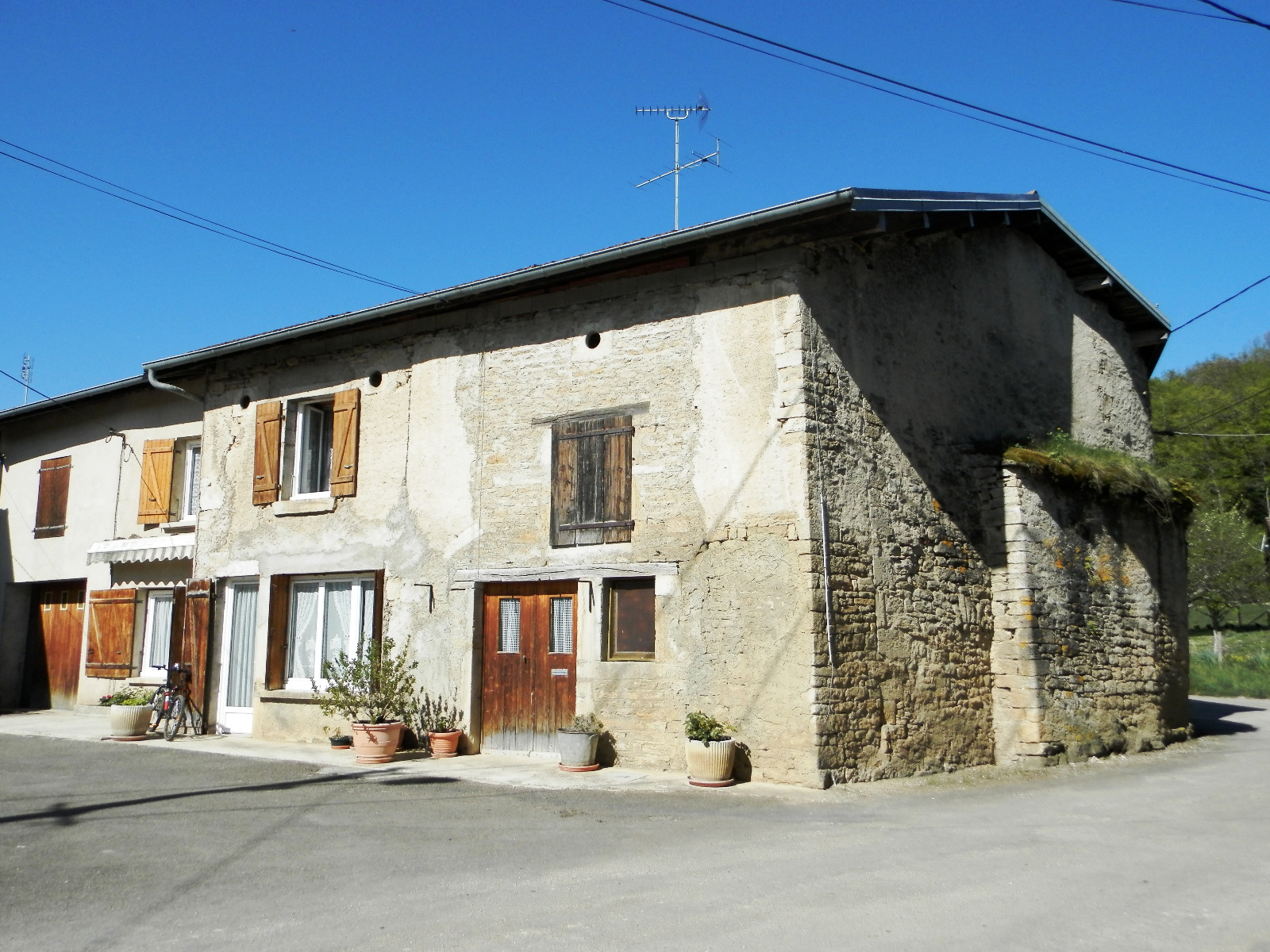 Vente saint julien 39 jura maison de village en pierre for Vente maison jura