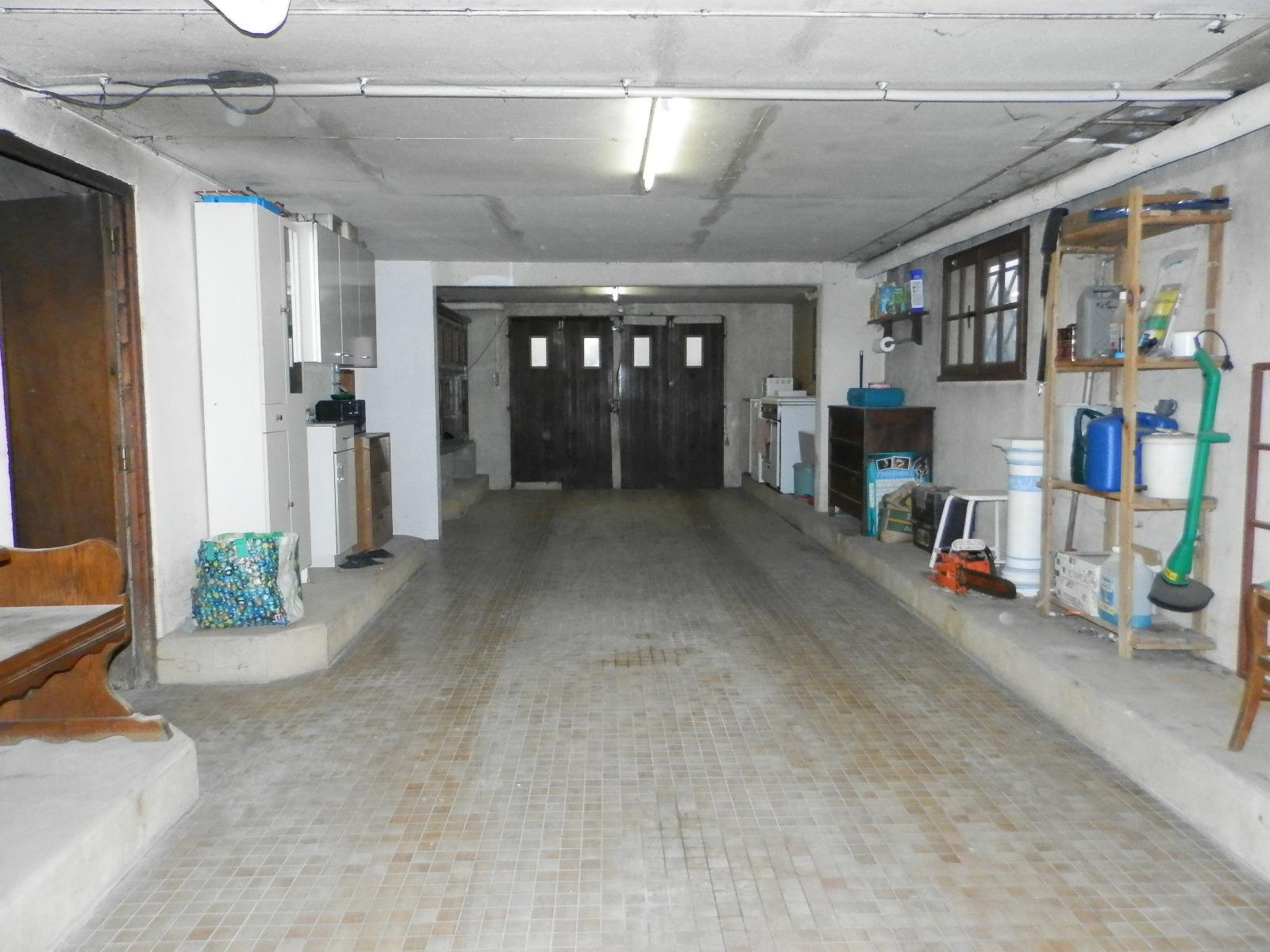 Vente proche lons le saunier 39 maison non mitoyenne de for Garage bmw lons le saunier