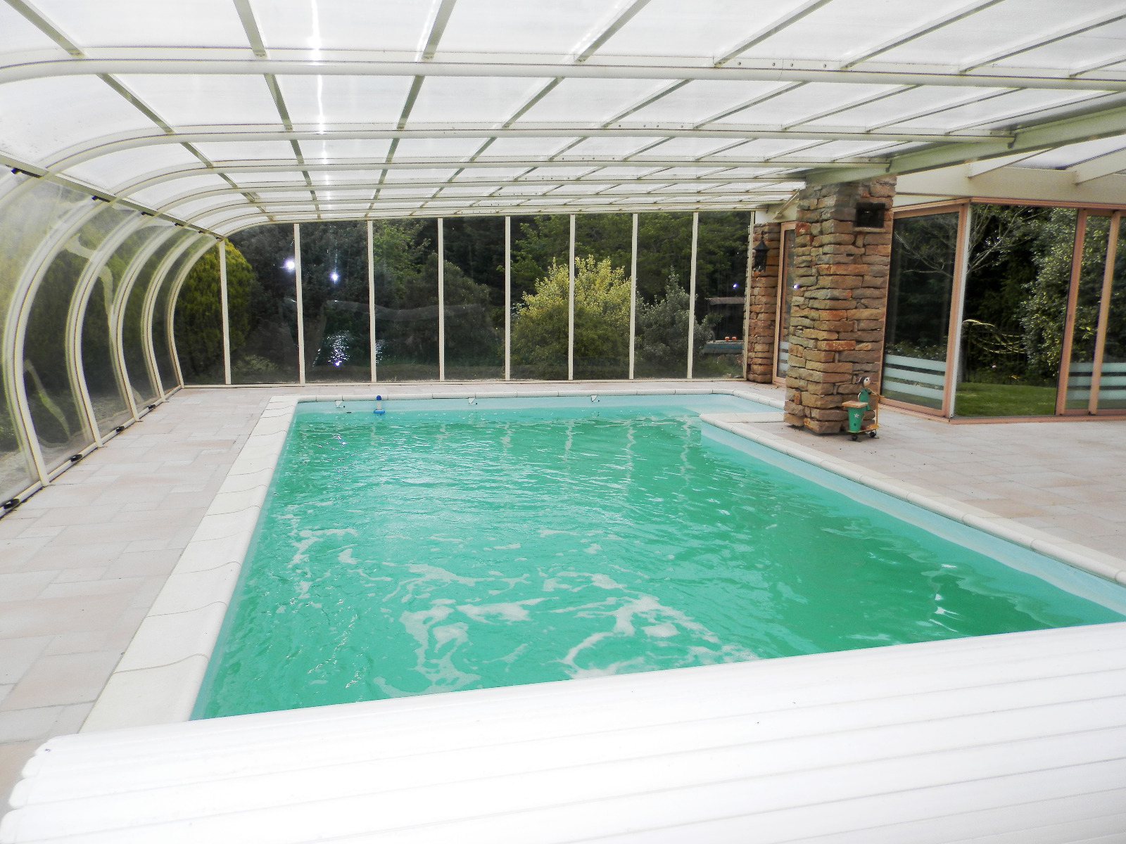 Vente louhans 71 r sidence 177 m 7 pi ces 3 chambres for Residence piscine couverte