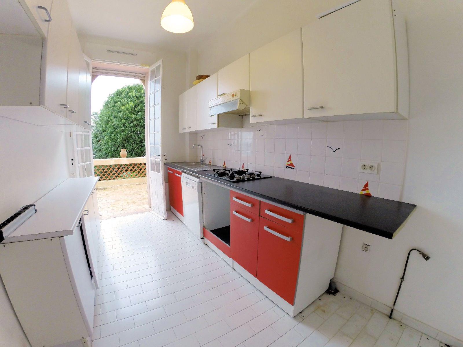 Th oule sur mer 06 alpes maritimes a vendre villa vue for Offre d emploi cuisine collective