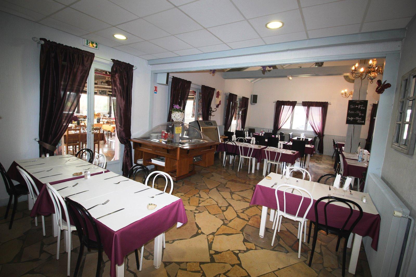 Village touristique du jura 39 vendre un bar for Achat equipement restaurant