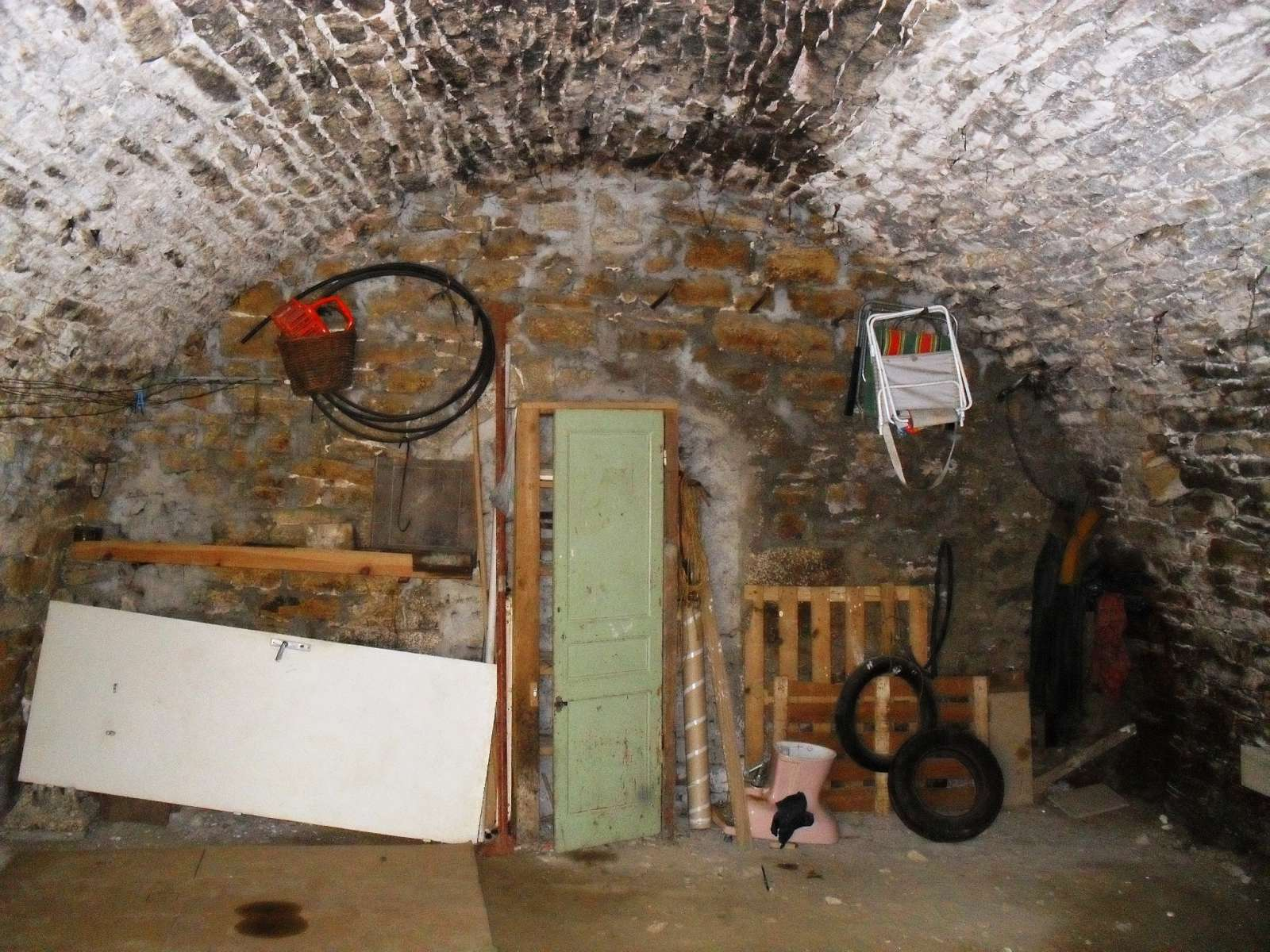 Lons le saunier 39 jura vendre maison de ville d for Garage solidaire lons le saunier