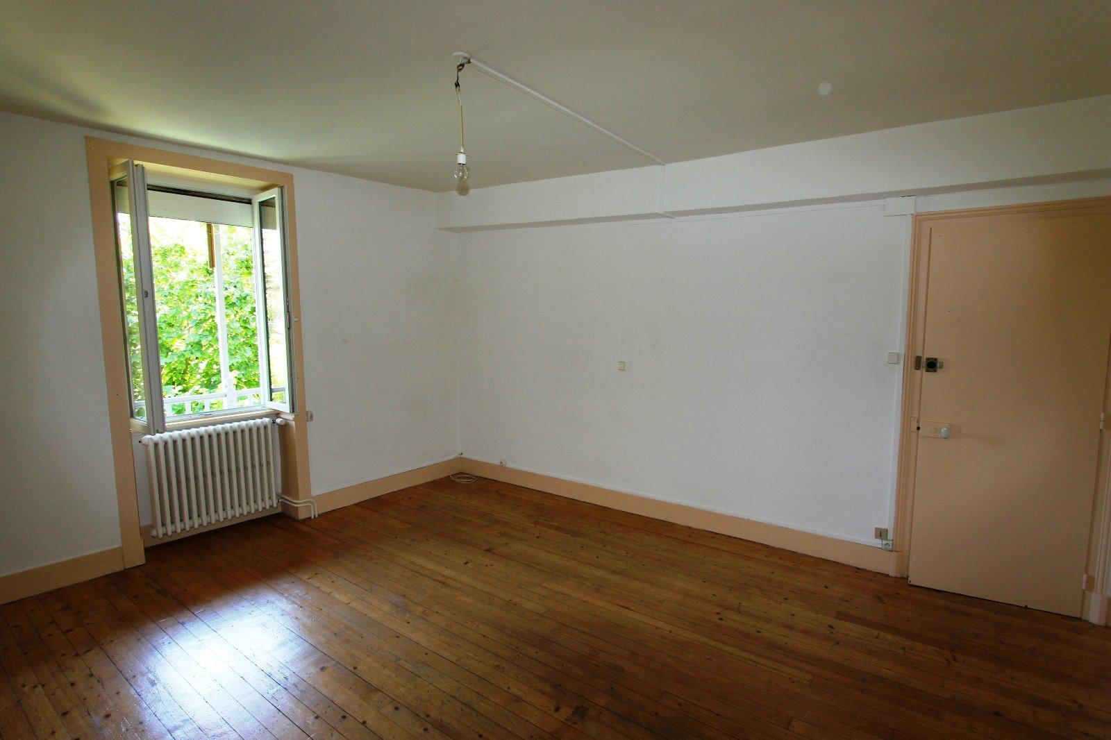 Secteur lons le saunier 39 jura vendre maison en pierre sur sous sol 2 chambres avec - Garage thevenod lons le saunier ...