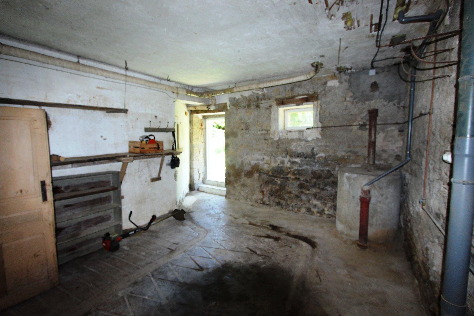 secteur lons le saunier 39 jura vendre maison en pierre sur sous sol 2 chambres avec. Black Bedroom Furniture Sets. Home Design Ideas