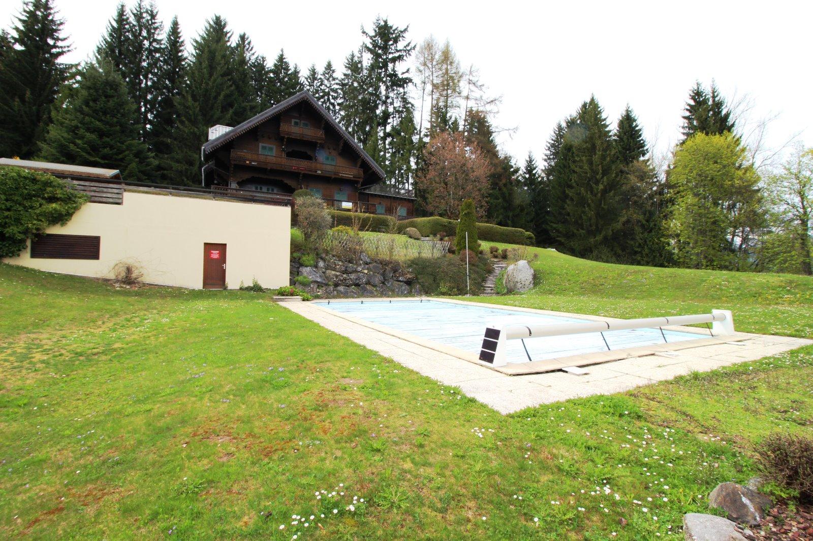 Vends appartement t6 102 m combloux 74 au calme et for Combloux piscine