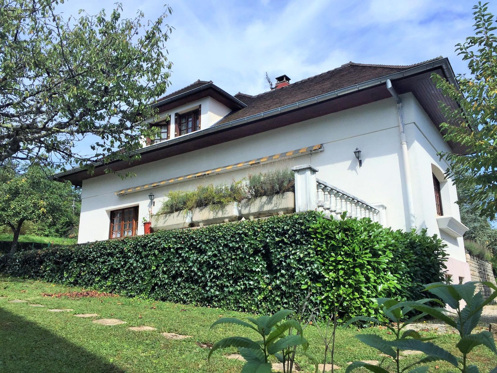 lons le saunier 39000 jura quartier r sidentiel vends maison 200m env 6 chambres sur 980m. Black Bedroom Furniture Sets. Home Design Ideas