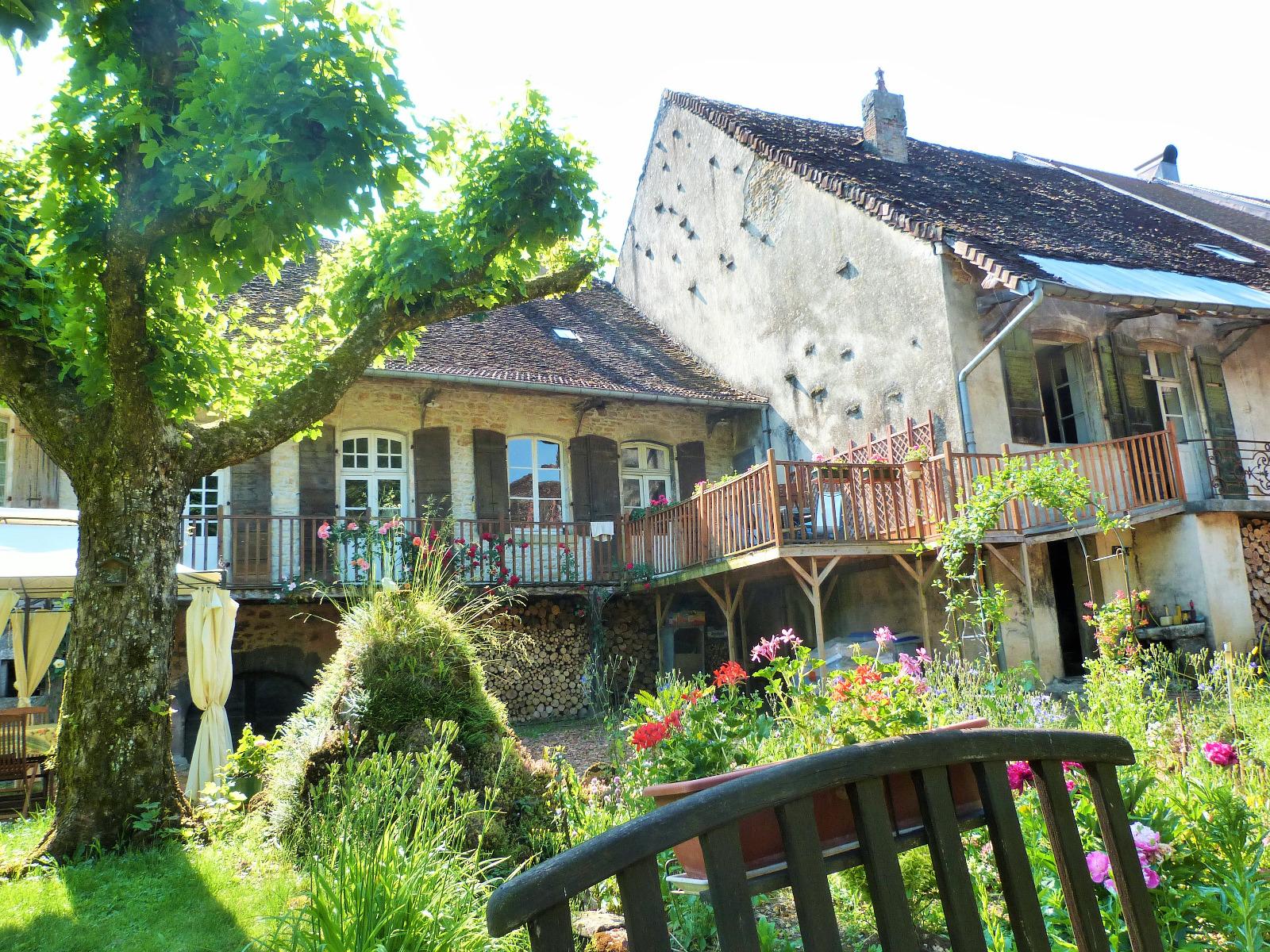 lons le saunier 39 jura 20km vends demeure de caract re dans beau village viticole sur. Black Bedroom Furniture Sets. Home Design Ideas