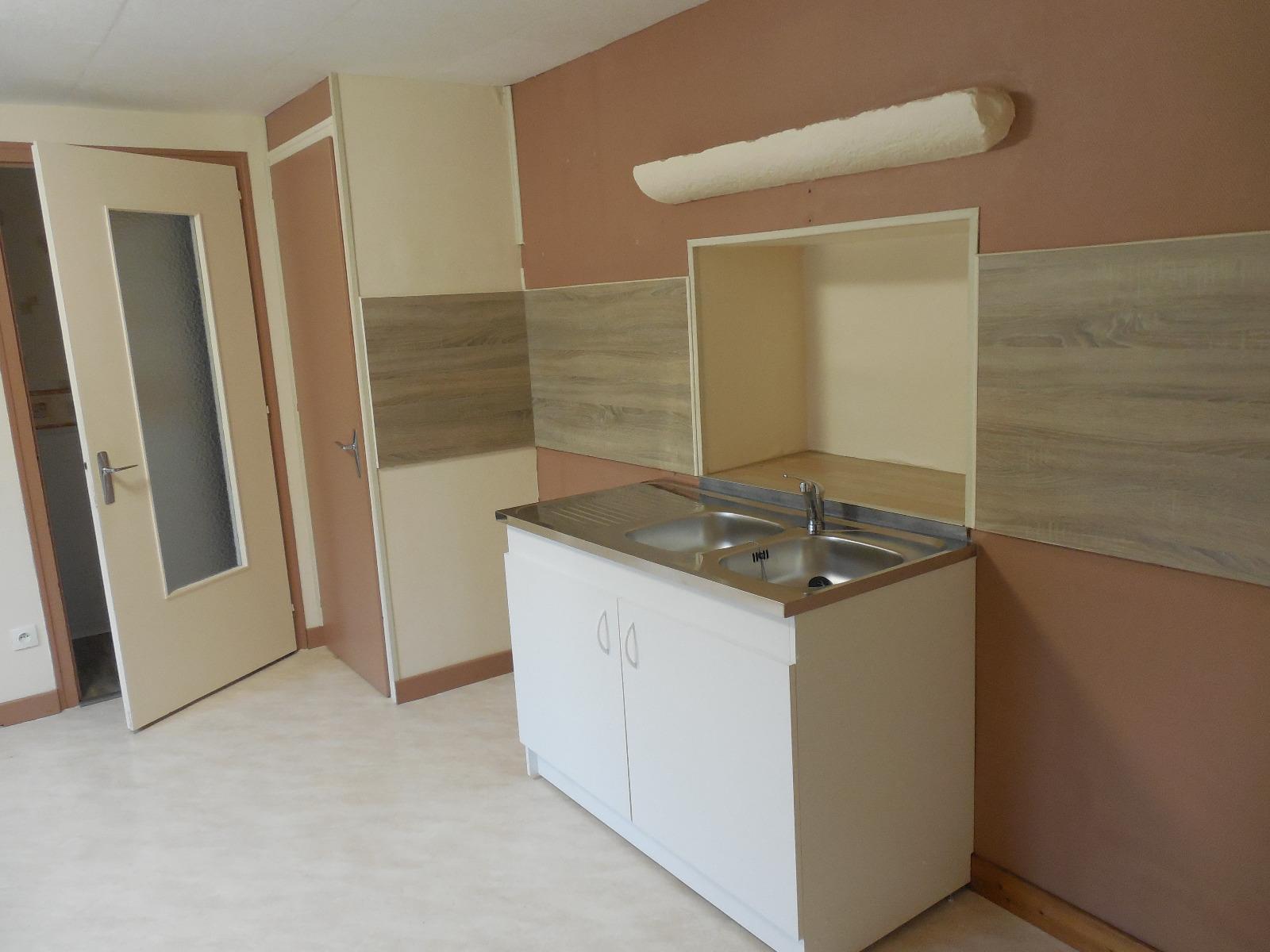 A vendre proche dole appartement en rez de jardin 5 pieces for Cuisine 3d concept dole