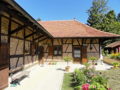 Vente proche Lons le Saunier (39) et LOUHANS (71), maison de caractère 157 m² sur terrain 2400 m², SUITE PARENTALE 28.50 m²