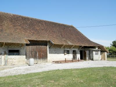 Vente LOUHANS (71), ferme-manoir 16ième siècle, de 215 m² env. sur terrain 6736 m², DEPENDANCE EN PIERRE