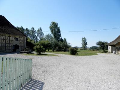 Vente LOUHANS (71), ferme-manoir 16ième siècle, de 215 m² env. sur terrain 6736 m², VUE ENTREE PROPRIETE