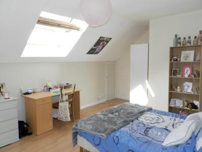 Vente BLETTERANS (39), maison en pierre 200 m², sur terrain de 2078 m²., CHAMBRE logement 2