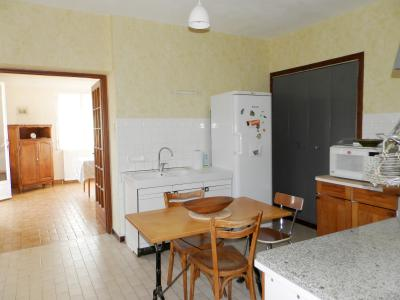 Vente proche BLETTERANS (39), maison de 100 m² + garage,  sur terrain 991 m², CUISINE 13.70 m²