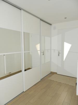 Vente LONS LE SAUNIER (39), maison plain-pied (2016), de 116 m² sur terrain de 743 m², ENTREE avec placards