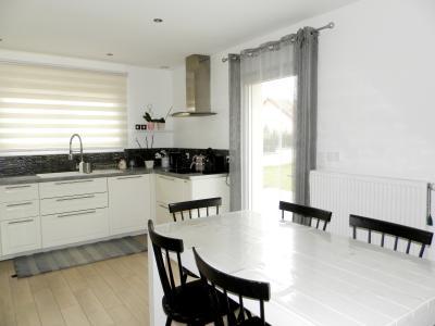 Vente LONS LE SAUNIER (39), maison plain-pied (2016), de 116 m² sur terrain de 743 m², CUISINE EQUIPEE