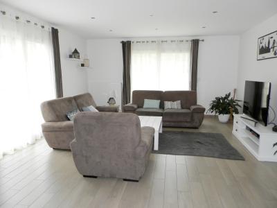 Vente LONS LE SAUNIER (39), maison plain-pied (2016), de 116 m² sur terrain de 743 m², PIECE DE VIE 43.24 m²