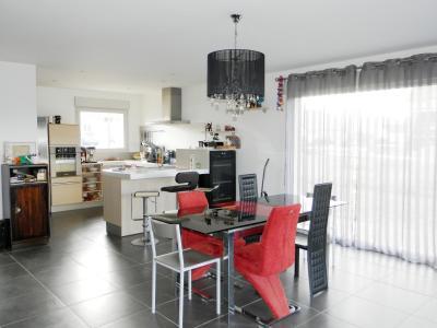 Vente LONS LE SAUNIER Nord (39), maison récente (2013), plain-pied 105 m² env. sur terrain 964 m², PIECE DE VIE lumineuse 45 m²