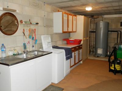Vente secteur BLETTERANS (39), maison familiale 121 m² (2006), sous-sol enterré, terrain 1508 m², SALLE DE BAINS ET DOUCHE