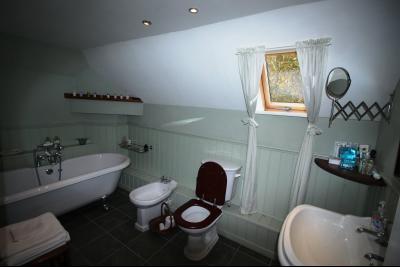 ST GERMAIN DU BOIS, à vendre ferme bressane rénovée de 7 pièces sur terrain de 8000 m²., Salle de bains étage