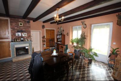 BELLEVESVRE (Saône-et-Loire)), à vendre ancienne ferme sur 7215 m² de terrain., Séjour 43 m²