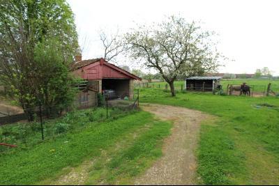 BELLEVESVRE (Saône-et-Loire)), à vendre ancienne ferme sur 7215 m² de terrain., Abri voiture