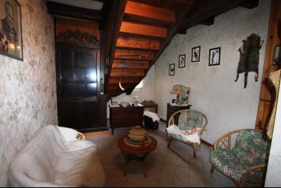 BELLEVESVRE (Saône-et-Loire)), à vendre ancienne ferme sur 7215 m² de terrain., Salon