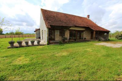 Bellevesvre (71 - Saône et Loire), à vendre maison rénovée avec 2 chambres et dépendances., Maison à vendre 140 m²