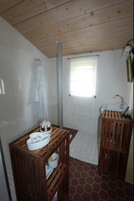 Bellevesvre (71 - Saône et Loire), à vendre maison rénovée avec 2 chambres et dépendances., SDB suite n°1
