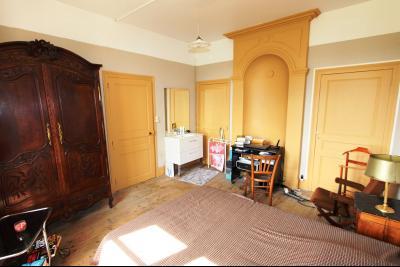 Poligny (39 JURA), à vendre belle demeure du 15° siècle à rafraichir et personnaliser., CH3 étage