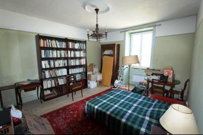Poligny (39 JURA), à vendre belle demeure du 15° siècle à rafraichir et personnaliser., CH4 étage