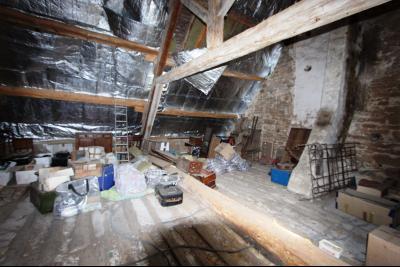 Poligny (39 JURA), à vendre belle demeure du 15° siècle à rafraichir et personnaliser., Combles