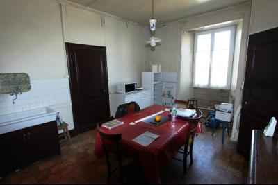 Poligny (39 JURA), à vendre belle demeure du 15° siècle à rafraichir et personnaliser., Cuisine RDC 18 m²