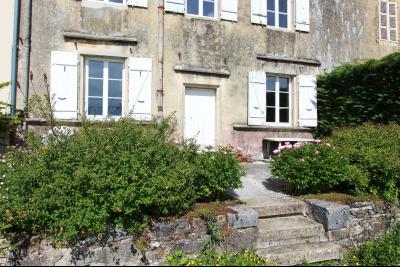 Poligny (39 JURA), à vendre belle demeure du 15° siècle à rafraichir et personnaliser., Côté terrasse