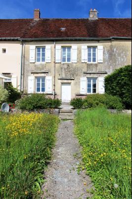 Poligny (39 JURA), à vendre belle demeure du 15° siècle à rafraichir et personnaliser., Maison à vendre