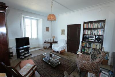 Poligny (39 JURA), à vendre belle demeure du 15° siècle à rafraichir et personnaliser., Salon 20 m²