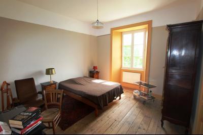 Poligny (39 JURA), à vendre belle demeure du 15° siècle à rafraichir et personnaliser., CH1 rez-de-chaussée 17 m²