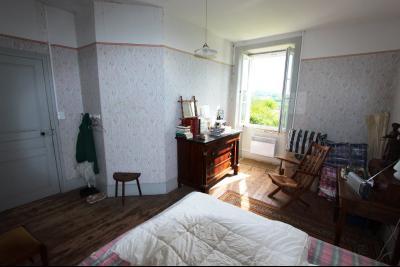 Poligny (39 JURA), à vendre belle demeure du 15° siècle à rafraichir et personnaliser., CH2 étage
