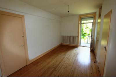 Secteur Lons-le-Saunier (39 JURA), à vendre maison en pierre sur sous-sol, 2 chambres avec jardin., Salon côté jardin
