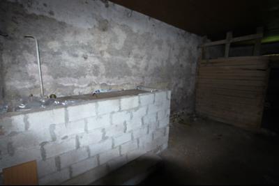 Secteur Lons-le-Saunier (39 JURA), à vendre maison en pierre sur sous-sol, 2 chambres avec jardin., Pièce de stockage